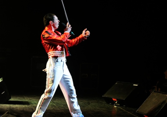 Gary Mullen - One Night of Queen