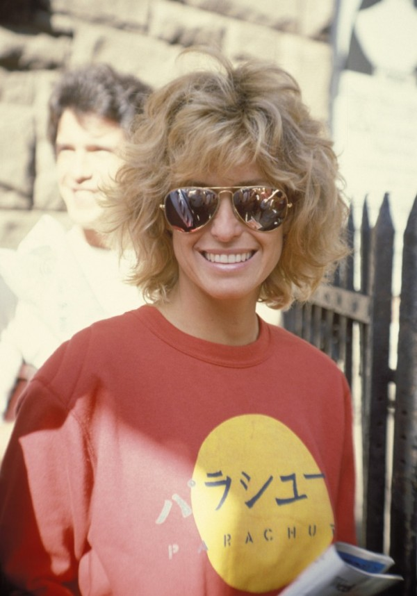 farrah-fawcett-medium-length-layered-hairstyle-716x1024